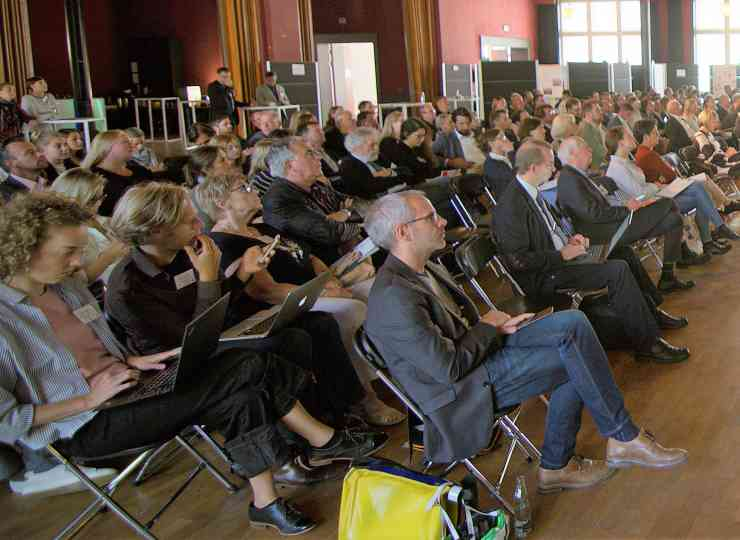 Rund 180 Vertreter*innen aus Wissenschaft, Praxis und Politik trafen sich in Halle (Saale).