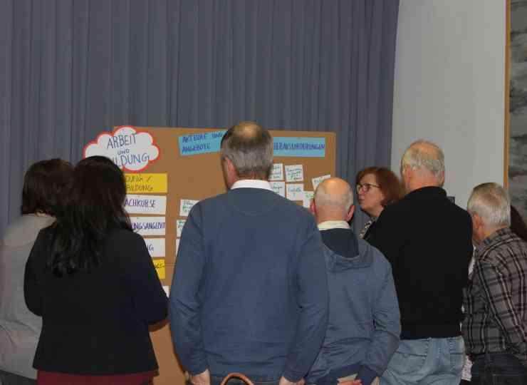 IN²: Engagierte Akteure diskutieren Haltefaktoren für Zuwanderer in den Kommunen.